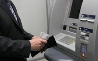 Минфин обяжет россиян получать зарплату на карточки