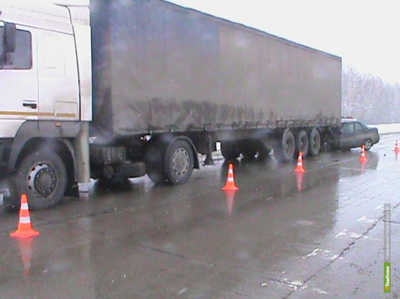 На Тамбовщине «Приора» попала под грузовик