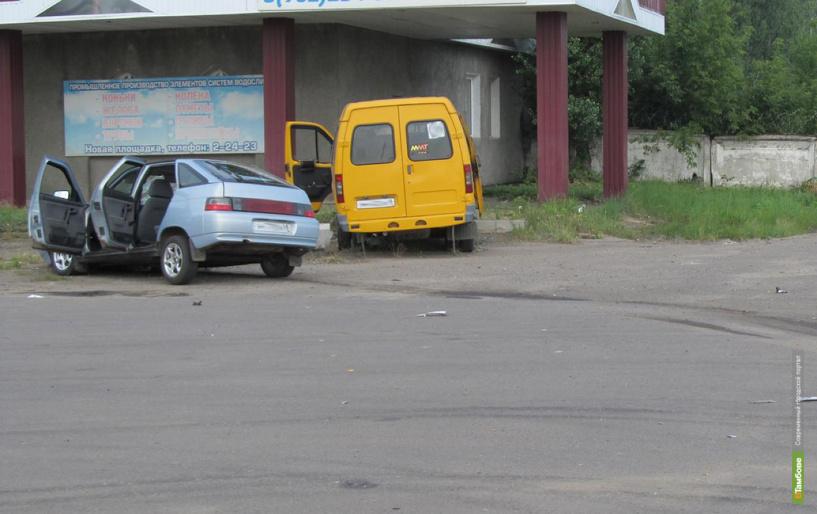 В Тамбовской области ВАЗ врезался в пассажирскую Газель