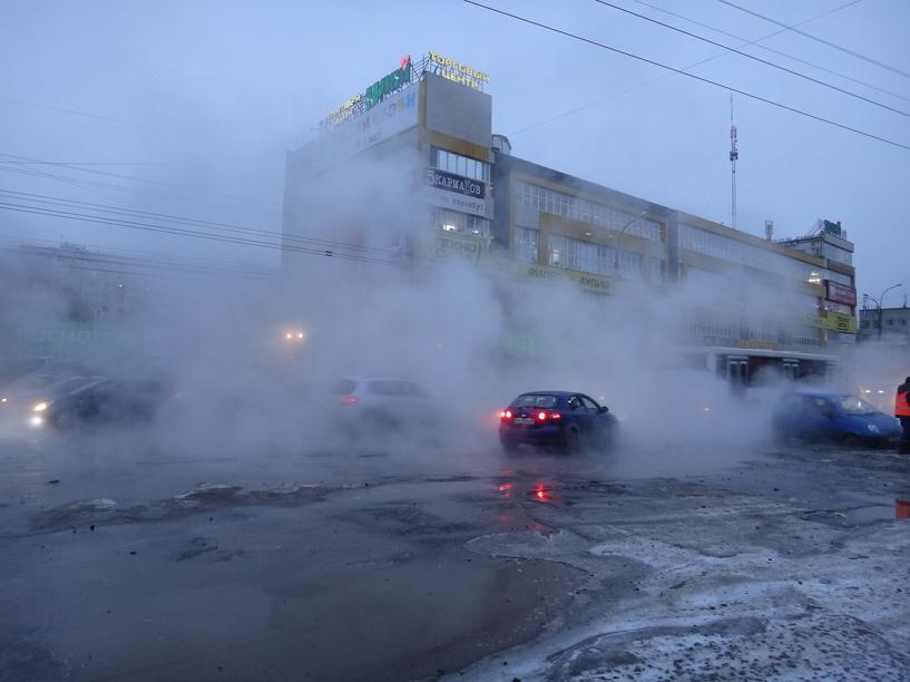 На бульваре Энтузиастов случилась крупная коммунальная авария