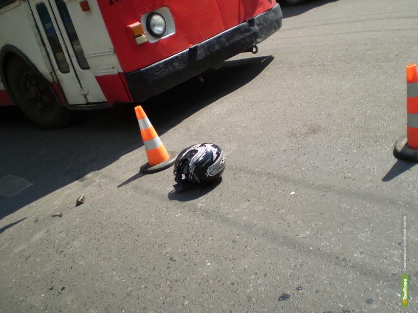 В Тамбове автобус врезался в столб