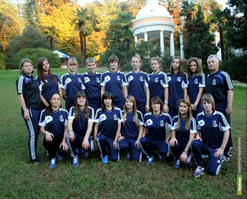 Женская «Академия футбола» возглавила турнирную таблицу первого дивизиона