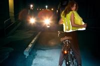 Полиция хочет заставить пешеходов светиться в темноте