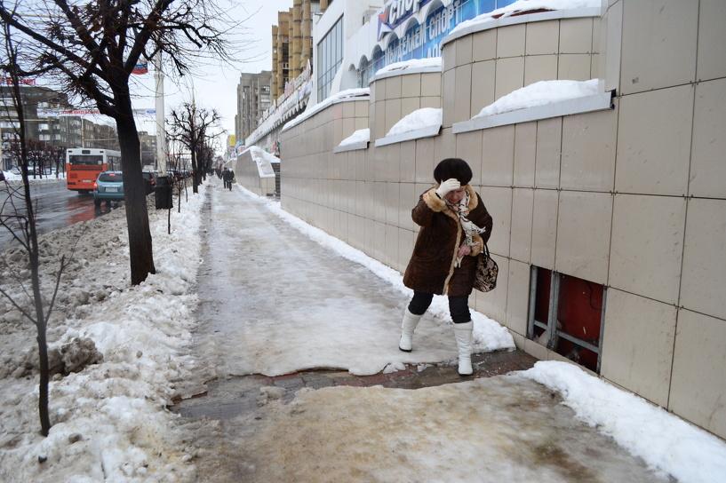 Тамбовские коммунальщики пытаются справиться с последствиями вчерашнего снегопада