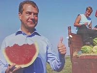 Медведев открыл фотовыставку имени себя