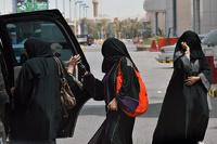 Женщины Саудовской Аравии просят разрешить им сесть за руль