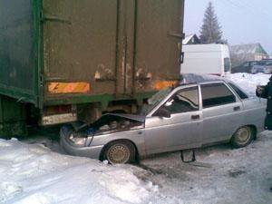 Под Тамбовом автоледи на «десятке» протаранила два авто