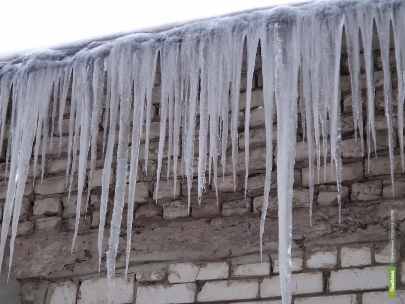 На крышах тамбовских домов появилась ледяная «бахрома»