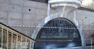 Из-за некачественных перил на Триумфальном спуске женщина получила серьёзные травмы