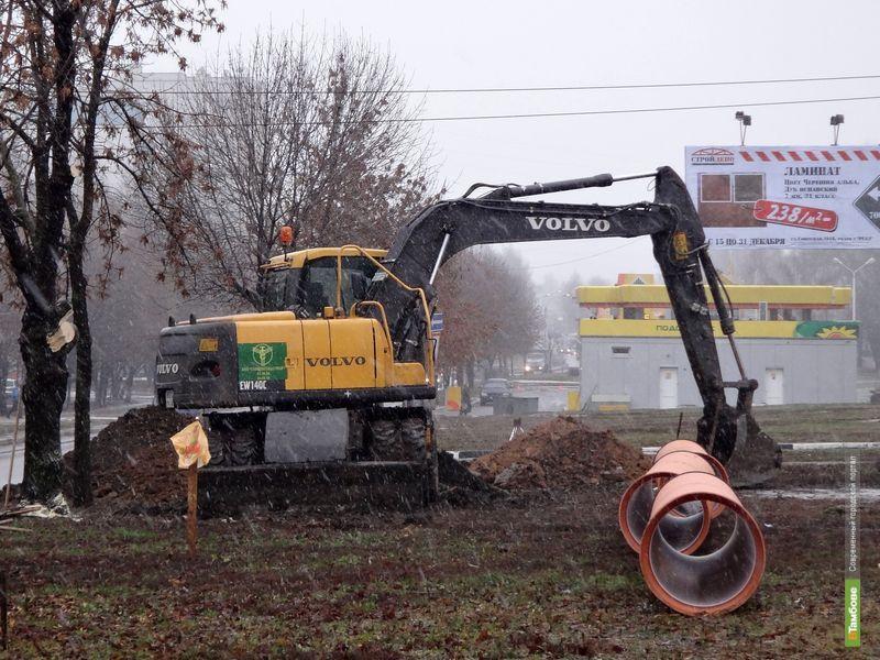 На севере Тамбова меняют канализационные трубы