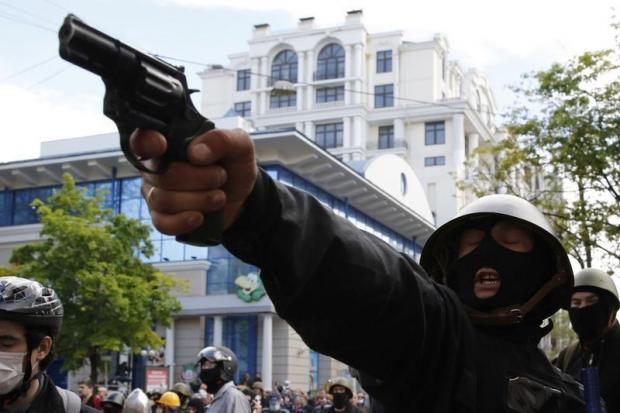 Украинский Краматорск взят под контроль военных, за исключением горсовета