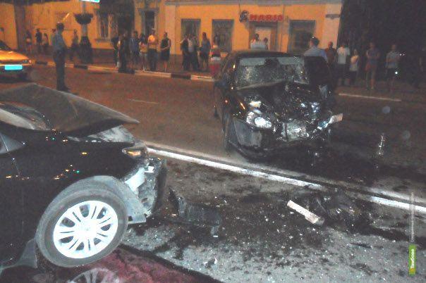 """Тамбовчанин на """"Калине"""" протаранил три авто в центре города"""