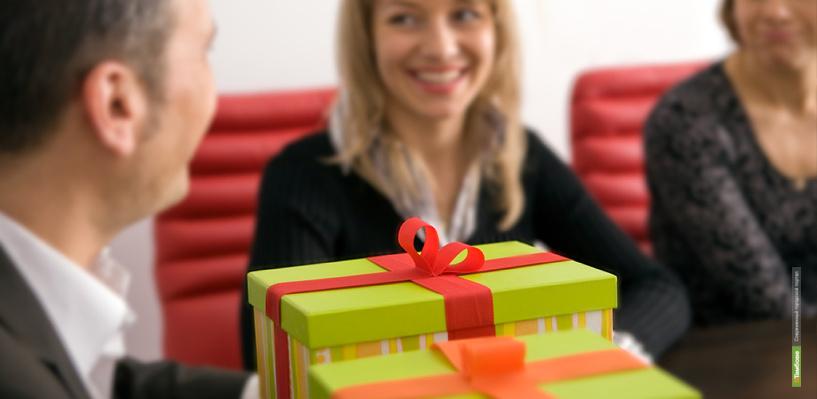 Половина тамбовчан неохотно «скидывается» на подарки коллегам