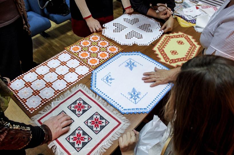 В областном центре провели первый мастер-класс по вышивке тамбовским крестом