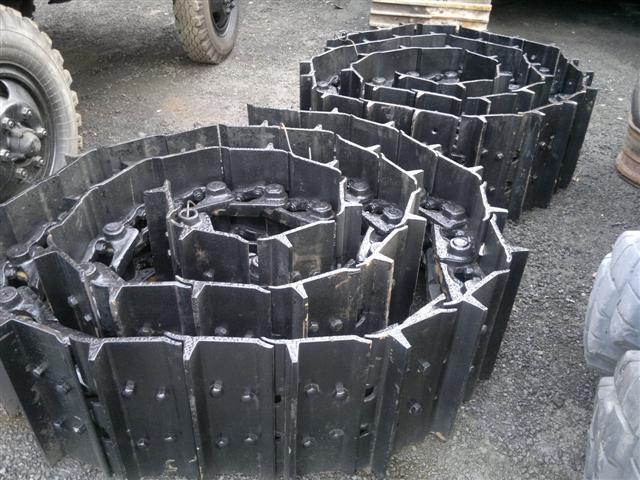 Полицейским Знаменского района пришлось разыскивать тракторную гусеницу