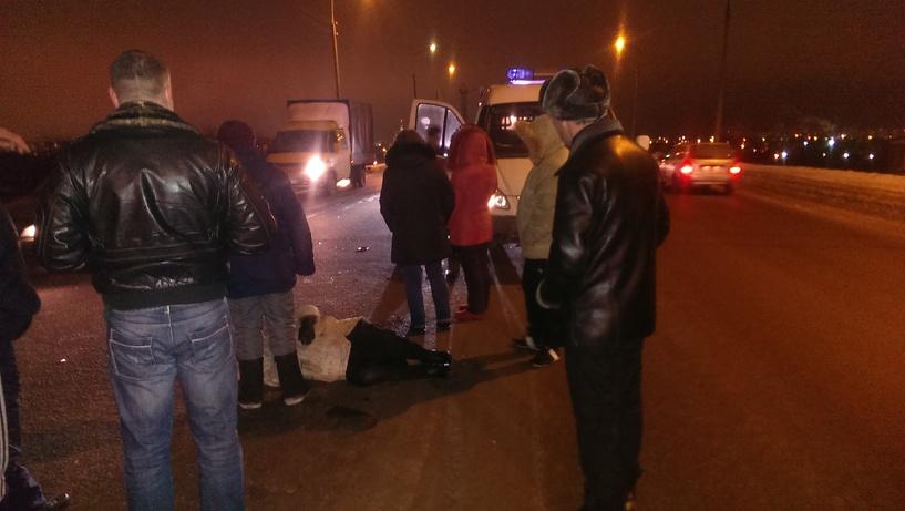 Микроавтобус сбил пенсионерку на Лермонтовском мосту