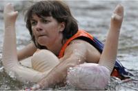 Культурные «питерцы» сплавились по реке на резиновых женщинах