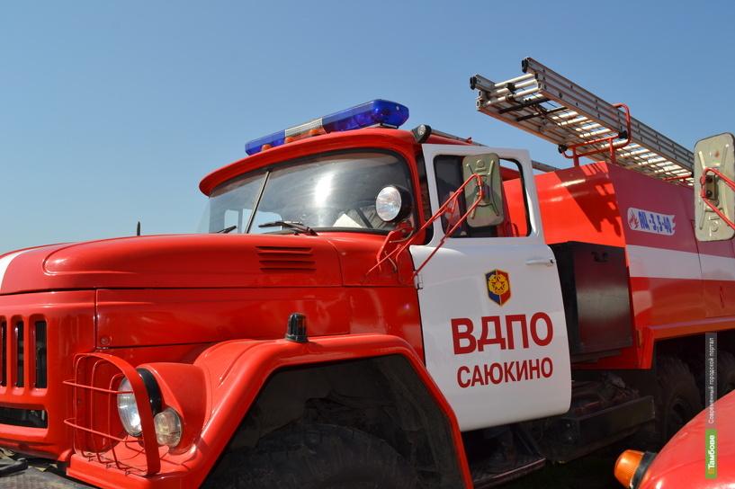 В Тамбовской области загорелось авто