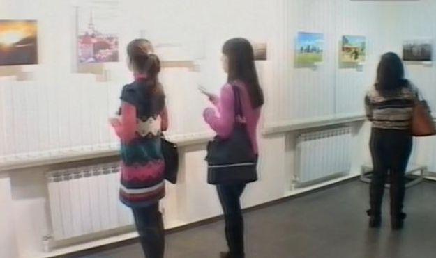 В «Новой галерее» открылась благотворительная выставка