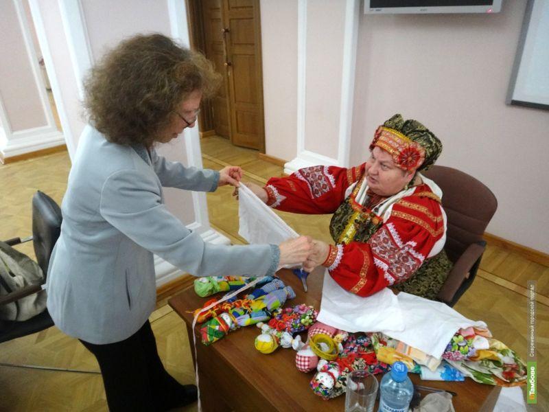 Мастерица-кукольница научила тамбовчанок делать обереги