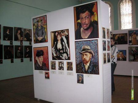 В Тамбове выставят фотографии переодетых звезд