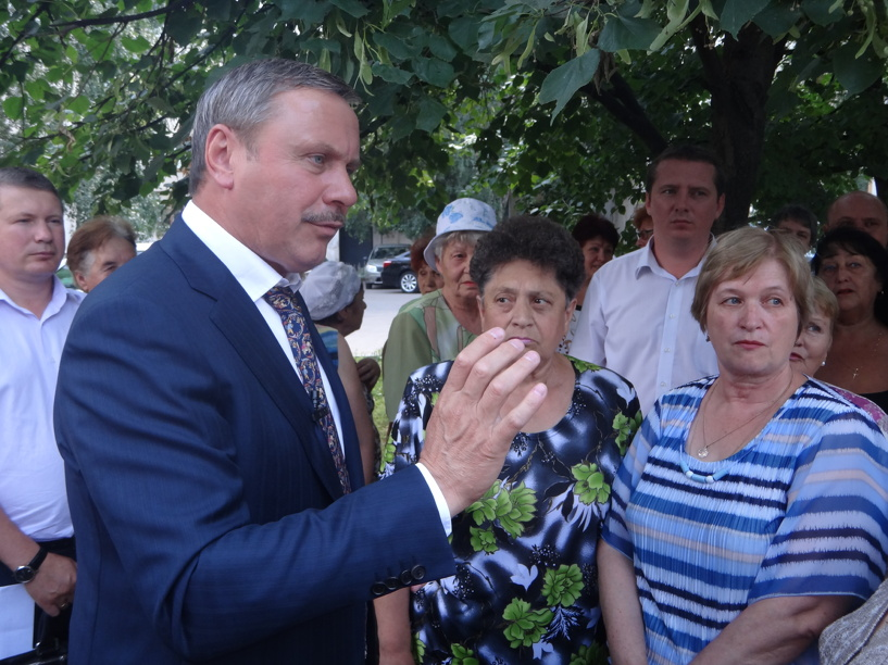 Сити-менеджер пообещал жильцам благоустроить двор на севере Тамбова