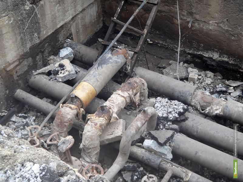 Коммунальщики не спешат восстанавливать дорожное полотно на месте провала Камаза