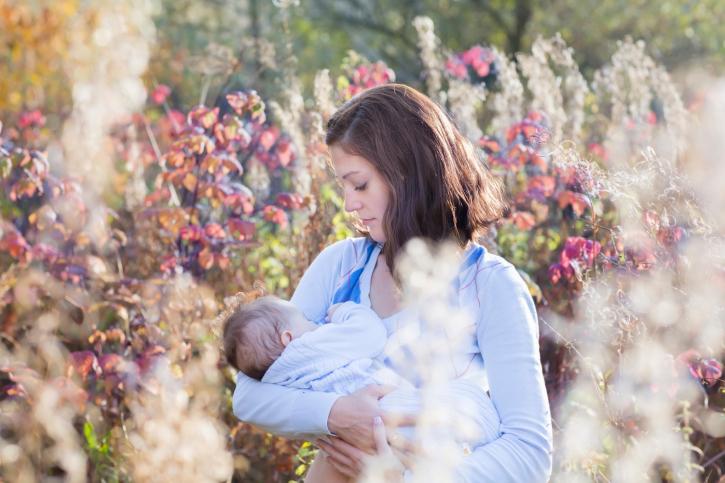 На «кормительном» флэшмобе для молодых мам устроили мастер-классы