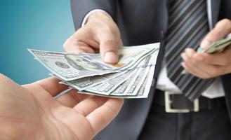 Как погашать кредит, если отделение банка в вашем городе закрылось?