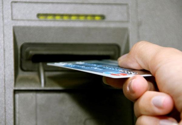 В Рассказово двое парней украли с чужой банковской карты 53 тысячи рублей