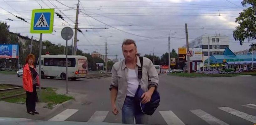 Видео с «диким» барнаульцем набирает популярность