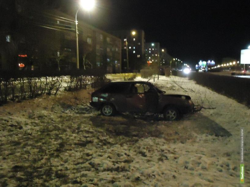 В Тамбове новоиспеченный водитель на «восьмерке» врезался в дерево