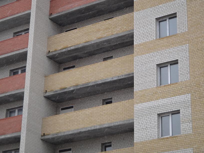 Более 1000 сирот продолжают нуждаться в жилье