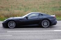 Появились снимки нового гибрида Ferrari