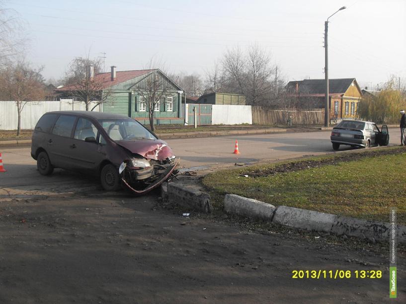 В Тамбове не поделили дорогу ВАЗ и Ford Galaxy