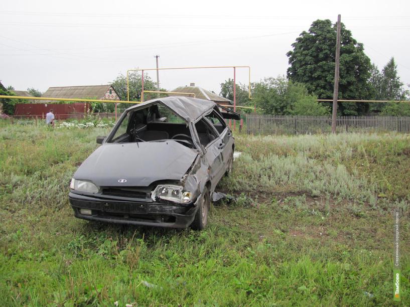 В Инжавино водитель ВАЗа уснул за рулем, и машина опрокинулась в кювет