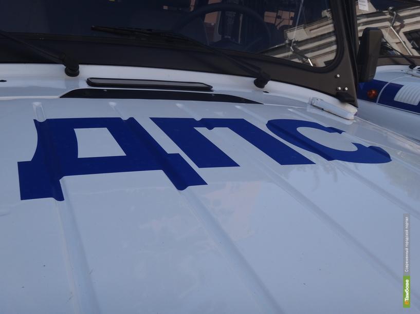Тамбовские полицейские помогли турецкому водителю починить на морозе фуру