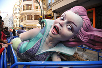 В Испании сожгли 600 гигантских кукол