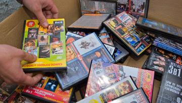Тамбовские полицейские поймали двух торговцев контрафактными DVD