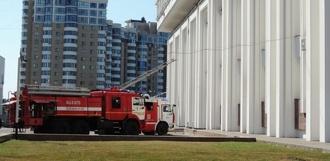 В Тамбове человек прыгнул с третьего этажа администрации на спасательный батут
