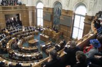 Беспорядки в стране вывели британский парламент из отпуска
