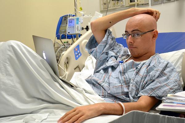В США скончался блогер Антон Буслов, лечившийся от рака