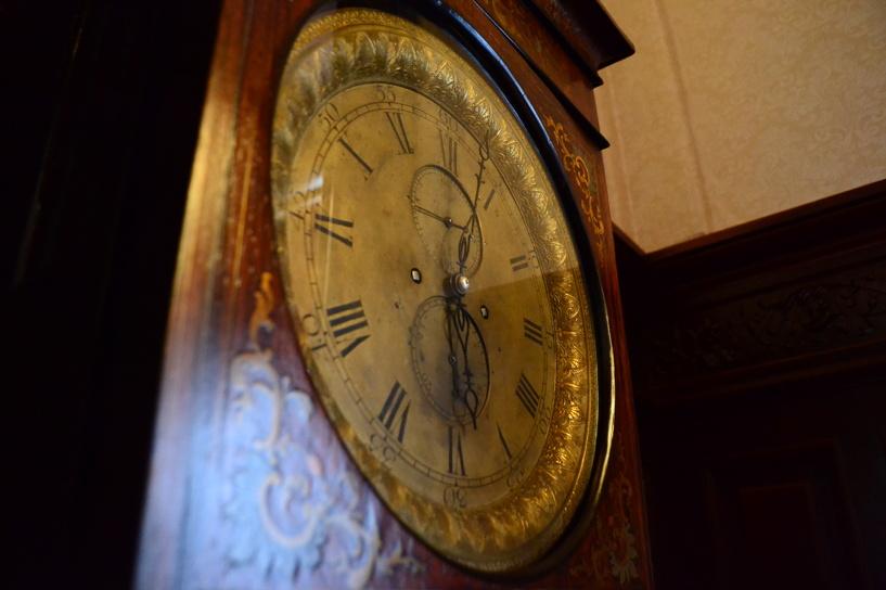 В Асеевском дворце появились часы 19 века