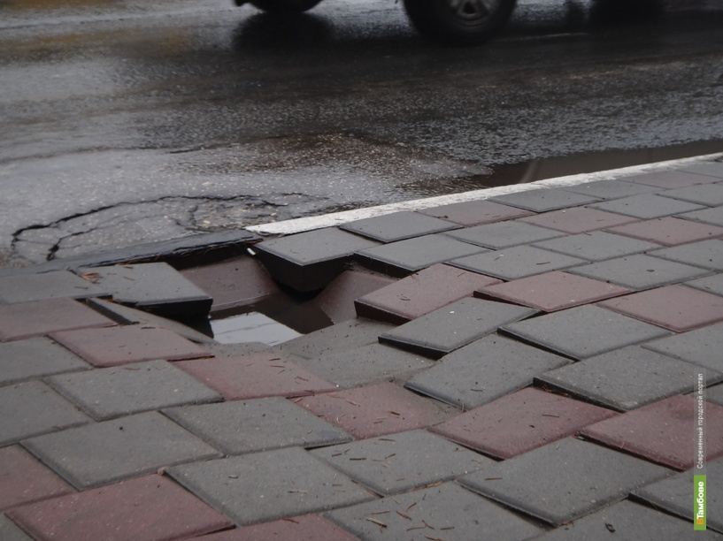 Под ногами тамбовчан начала проседать плитка