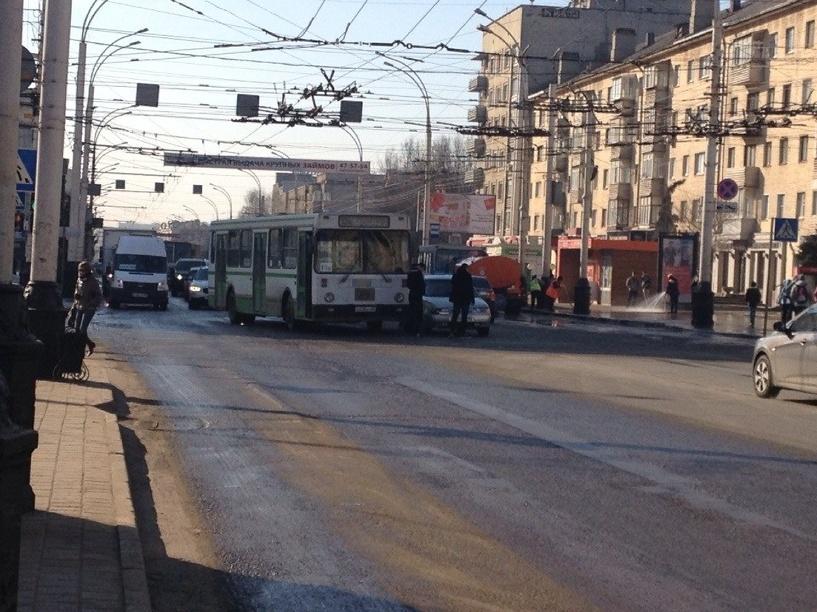 В центре Тамбова из-за ДТП образовалась пробка