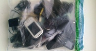 В одну из тамбовских исправительных колоний пытались перебросить мобильные телефоны