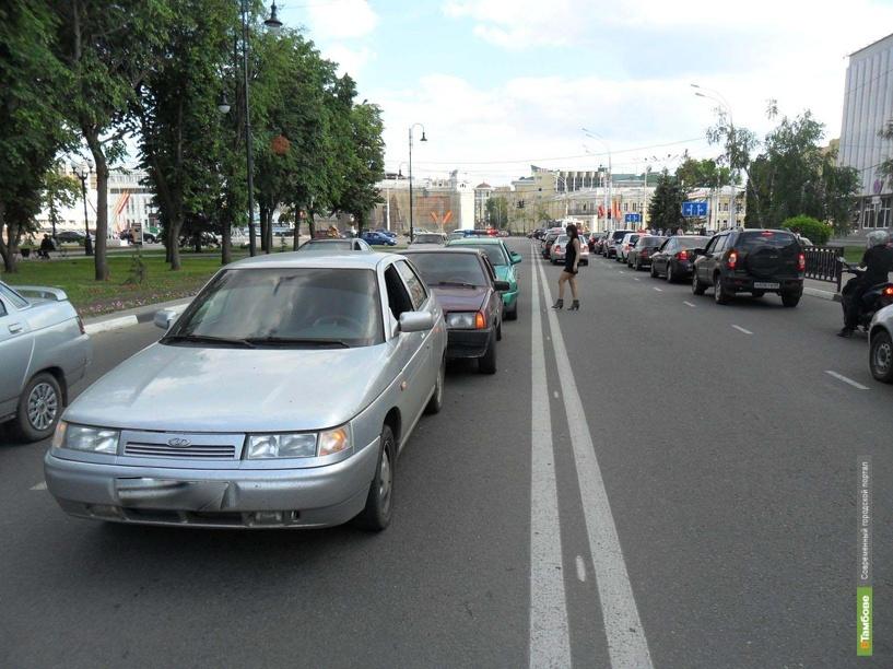 В центре Тамбова столкнулись три машины