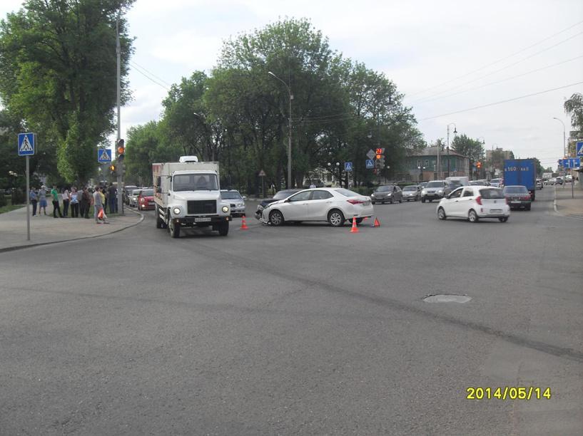 В ДТП в центре Тамбова пострадали две молодые девушки