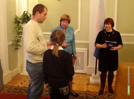26 молодых семей Тамбовщины получили сертификат на жильё