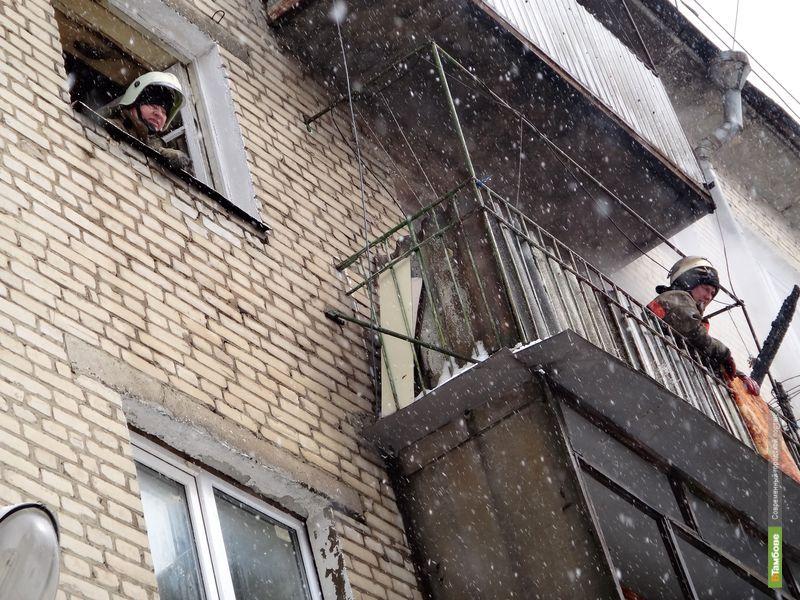 Тамбовские пожарные спасли из огня трех детей и одного взрослого